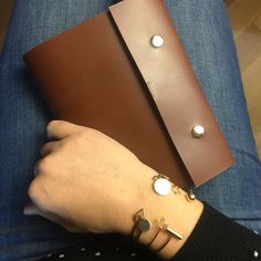 Leather planner for your notes. Paper included for a year Leather Journal, You Bag, Planners, Notes, Detail, Trending Outfits, Paper, Unique Jewelry, Handmade Gifts