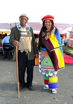 Umembeso With The Bride In A Hand Painted Umgwalo Dress Xhosa Attire, African Attire, African Wear, African Women, African Dress, African Style, South African Traditional Dresses, African Traditional Wedding, Traditional Outfits