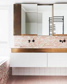750 likes, 20 comments - Our distinctive Norwegian Rose marble in this amazing North Fitzroy townhouse bathroom by Slabs of t Bathroom Design Inspiration, Bathroom Interior Design, Decor Interior Design, Interior Inspiration, Interior Decorating, Flack Studio, Melbourne, Guest Bathrooms, Master Bathroom
