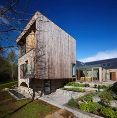 Elegant and Spacious Home Paying Tribute to a Former Mill in Scottland - Incorporating the ruins of a former mill, the Bogbain Mill residence designed by Scottish studio Rural Design, does not lack originality... not at all (me <3). #3