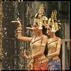 Cambodian Women, Cambodian Art, Traditional Dresses, Traditional Art, Khmer New Year, Park Jimin Cute, Royal Ballet, Dance Fashion, Just Dance