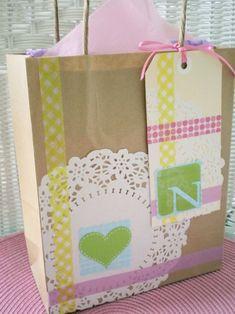 Bolsa para regalo con washitape y blonda