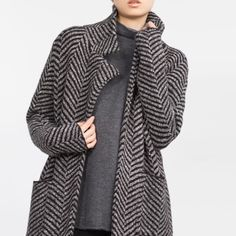 """HPZara Knit coat New with tags , goes with everything and fits amazing !! 38"""" Long from shoulder  54% acrylic, 22% cotton, 13% nylon, 7% polyester, 3% wool, 1% elastane     Offers via offer feature only !   IG: iluvshoes22   15% off bundles  Zara Jackets & Coats"""