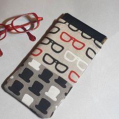 Lo Lotte sur Instagram: Cadeau de Noël pour mon papa.. un étui à lunettes avec fermoir à cliquet ! 🤓 Patron @patrons_sacotin et tissu trouvé au salon…