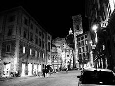 Piazza del Duomo, Firenze. Olympus OM-D E-M10, bianco e nero