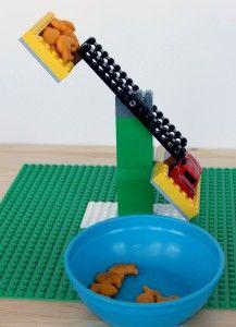 Maak van Lego een balans weegschaal.