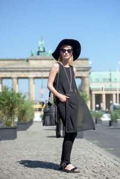 The easiest way to get some street style inspiration is to travel to Berlin. Today I want you to have a look through the best Berlin (Germany) street style Street Style Trends, Berlin Street Style, Berlin Mode, Street Style Summer, Street Style Looks, German Street Fashion, Berlin Fashion, Cool Street Fashion, Fashion Now