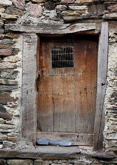 Looks like my gates into my patio! Cool Doors, Unique Doors, The Doors, Windows And Doors, Knobs And Knockers, Door Knobs, When One Door Closes, Door Gate, Rustic Doors