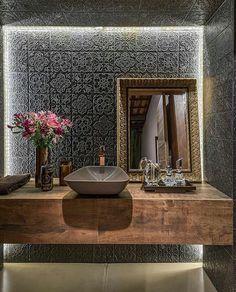 Adoramos projetos que surpreendem nesse lavabo o revestimento lindo da @decortiles roubou o lugar do espelho criando um efeito lindo... e o espelho apoiado na bancada fez toda a diferença! Combinação perfeita com a madeira... @decorardecor . . . #studioarquitetura #studioarquiteturataquara #decor #decoracao #instadecor #interiordesign #home #luxodecor #archdaily #arquitetura #contemporaneo #architecture #lavabo #revestimento #decortiles - Architecture and Home Decor - Bedroom - Bathroom…