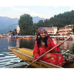 Traditional Kashmiri attire in a shikara on the Dal Lake, Kashmir, India. As demonstrated by the smallest Indian girl in the world.