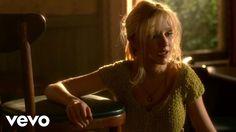CRISTINA AGUILERA FILME BURLESQUE - Cenário, envolvimento da personagem com a música, o estilo fascinante de uma moça inocente etc.