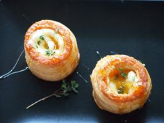 Vol au vent au Brie I Love Food, Good Food, Yummy Food, Appetizer Recipes, Snack Recipes, Cooking Recipes, Easy Healthy Recipes, Healthy Snacks, Alice Delice