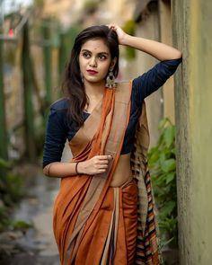 Indian Desi beauties Indian beautiful girl – Indian Desi Beauty – Indian Beautiful Girls and Ladies Beautiful Girl Indian, Beautiful Saree, Beautiful Indian Actress, Beautiful Ladies, Indian Photoshoot, Saree Photoshoot, Saree Poses, Look Girl, Stylish Sarees