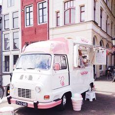 Monika - @ahomemadelife Oudegracht Utrecht