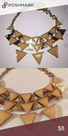HP  Peach statement necklace Use this piece to fancy up any outfit! Forever 21 Jewelry Necklaces