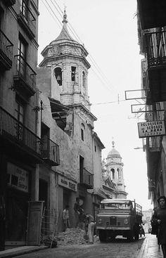 Ignacio Figueroa, al fondo las torres de la Iglesia de San Ildefonso. https://www.facebook.com/pages/Colegio-Oficial-de-Agentes-Comerciales-de-la-Provincia-de-Ja%C3%A9n/334785963255265