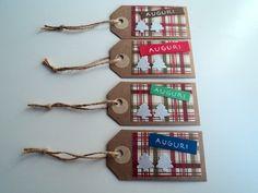 Set di 4 tag chiudi pacco Natale semplici con sfondo country, by Scartabella, 2,50 € su misshobby.com