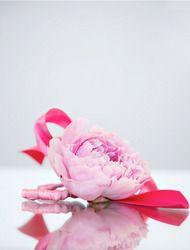 DIY Flower Bracelets  Read more - http://www.stylemepretty.com/living/2010/07/07/diy-flower-bracelets/