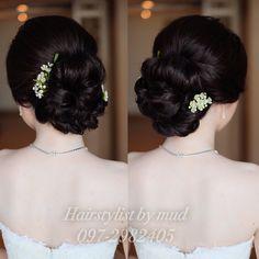 เกล้าผมเจ้าสาว  #bridal          line : mud2982405  tel. 0972982405 IG : mud_hairstylist  FB : pinkyhairstylist #hairstyle #hairstyles #hairstylist #hairup #hair #hairdresser #hairdo #bridalhair #bride    #bridemakeup #bridalgowns #brideandgroom #bridesmaids #weddings #weddinghair #weddingceremony #glamour #gorgeous #ช่างทำผมเจ้าสาว #ช่างทำผม #รับเกล้าผม #รับเกล้าผมเจ้าสาว #แบบทรงผมเจ้าสาว #ทรงผมเจ้าสาว #สวยแพงราคาไม่แรงจ้างได้นะคะ #mudhairstylist #pinkyhairstylist #mud_hairpiece