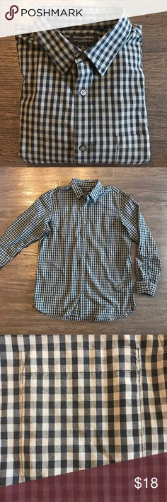 Banana Republic Button Down Soft wash tailored slim fit. Like new condition. Gray/black cross pattern Button down Banana Republic Shirts Casual Button Down Shirts