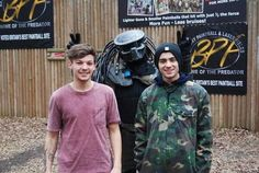 Louis and Zayn at the paintball place in Doncaster(: Boys Who, My Boys, Zayn Malik News, One Direction Music, More Than A Feeling, How To Influence People, Close My Eyes, Lady And Gentlemen, Paintball