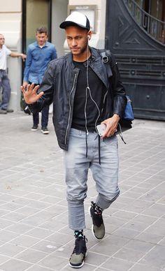 Ney Neymar Football, Sport Football, Soccer, Casual Outfits, Fashion Outfits, Men's Fashion, Guy Outfits, Fashion Black, Fashion Ideas