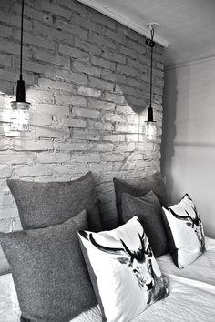• industrial lights + exposed bricks (via The Design Chaser)