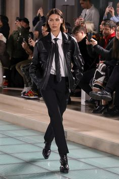 Fashion Week Paris, Street Fashion, Runway Fashion, High Fashion, Fashion Outfits, Womens Fashion, Men Fashion Show, Fashion Weeks, Bella Hadid Outfits