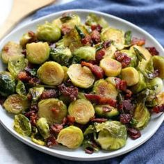 Roasted Brussel Sprouts with Bacon. Honey Roasted Brussel Sprouts with Bacon is the perfect veggie side dish for your Thanksgiving and Christmas meal! Veggie Side Dishes, Side Dish Recipes, Food Dishes, Dinner Recipes, Vegetable Dishes, Honey Roasted Brussel Sprouts, Sprouts With Bacon, Brussels Sprouts, Roast Recipes
