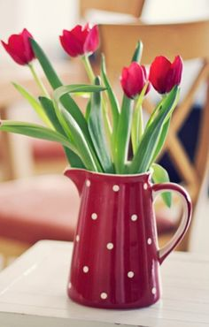 Decor - Decorating your life - Spring - Tulips - Primavera - Tulipani ~ flowers, floral ༺✿ Fresh Flowers, Spring Flowers, Beautiful Flowers, Deco Nature, Tulip Bouquet, Flower Bouquets, Deco Floral, Red Tulips, Planting Flowers