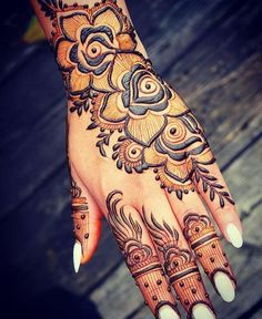 Here we go one more talented mehendi artist 😍😍😍 These super stunning mehendi designs are soo awesome♡ tag the artist 😍😍 all the beautiful mehendii♥ art Rose Mehndi Designs, Arabic Henna Designs, Indian Mehndi Designs, Modern Mehndi Designs, Mehndi Designs For Fingers, Wedding Mehndi Designs, Mehndi Design Pictures, Latest Mehndi Designs, Henna Tattoo Designs