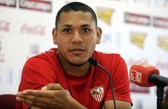 Hedwiges Maduro se irá al PAOK - http://mercafichajes.es/02/01/2014/hedwiges-maduro-ira-paok/
