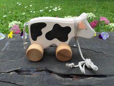 Grosse vache de jouet en bois tirer le long de par WoodenFrogLV