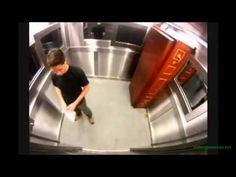 Broma del muerto en el ascensor - http://www.cleardata.com.ar/videos-internet/broma-del-muerto-en-el-ascensor.html