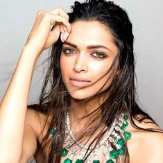 Your best stop for all updates related to the talented and stunning bollywood actress Deepika Padukone Beauty Secrets, Diy Beauty, Beauty Hacks, Beauty Tips, Indian Film Actress, Indian Actresses, Deeps, World Most Beautiful Woman, Beauty Recipe