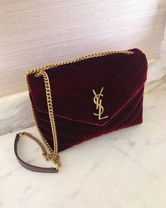 Today we are going to make a small chat about 2019 Gucci fashion show which was in Milan. When I watched the Gucci fashion show, some colors and clothings. Chanel Handbags, Fashion Handbags, Purses And Handbags, Fashion Bags, Cheap Handbags, Popular Handbags, Gucci Purses, Handbags Online, Stylish Handbags