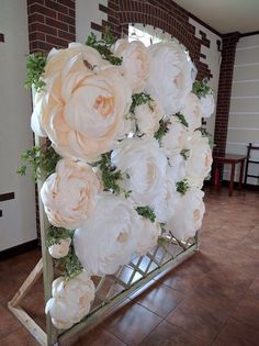 Discover thousands of images about Paper Flower Backdrop Paper Flower Wall Paper by MioGallery Giant Paper Flowers, Diy Flowers, Wedding Flowers, Flower Ideas, Large Flowers, Paper Flower Wall, Pom Pom Flowers, Wall Flowers, Floral Wedding