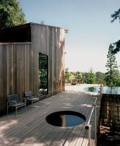 If that small circular cut-out is a spa then I have died and gone to heaven. Californian cabin of Architect Olle Lundberg. sauna hot tub Olle Lundberg's Cabin Saunas, Innovative Architecture, Architecture Design, Outdoor Spaces, Outdoor Living, Cabin In The Woods, Cabana, Tiny House, Backyard