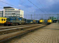 """Van de Facebook-pagina van """"Heerlen Heële"""". Station Heerlen, met de beroemde 1200-serie locomotief en de blauwe intercity-wagons die je vroeger in de zomer brachten naar Zandvoort aan Zee :) :)"""