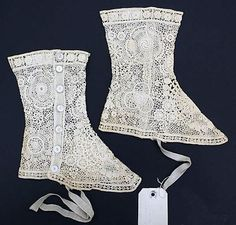 Cotton Lace Spats Met Museum b, leg coverings/boot coverings Vintage Outfits, Vintage Shoes, Vintage Lace, Vintage Accessories, Fashion Accessories, Edwardian Fashion, Edwardian Era, Vintage Fashion, Gothic Fashion
