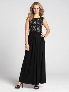 Faites une entrée élégante lors de votre prochaine soirée chic dans cette magnifique robe longue! Mettant en valeur un haut en dentelle et une garniture contrastée, ce modèle facilite votre choix de tenue de soirée....3030103-0566