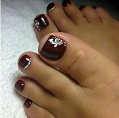 Semi-permanent varnish, false nails, patches: which manicure to choose? - My Nails Pretty Toe Nails, Cute Toe Nails, Fancy Nails, My Nails, Toenail Art Designs, Pedicure Designs, Toe Nail Designs, Toe Nail Color, Toe Nail Art