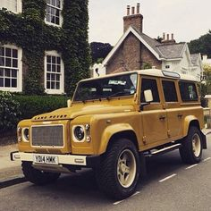 Land Rover Defender 110 Td4 Sw Se customized Twisted yellow