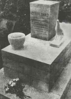elrectanguloenlamano: GERDA TARO: CENTENARY OF HER BIRTH AND IDENTIFICATION ON A SEPTEMBER 5, 1936 PICTURE MADE IN CERRO MURIANO AREA; tombe de Gerda Taro au cimetière du Père Lachaise