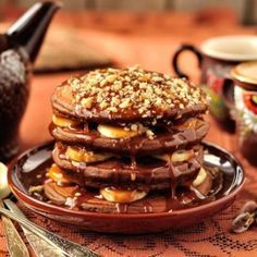 This chocolate pancake recipe that will have your wishing for a long lazy Sunday morning. Chocolate Caramel Banana Pancakes Recipe from Grandmothers Kitchen. Chocolate Pancakes, Chocolate Topping, Chocolate Peanut Butter, Nutella Pancakes, Breakfast Pancakes, Pancakes And Waffles, Breakfast Dessert, Potato Pancakes, Banana Protein Pancakes