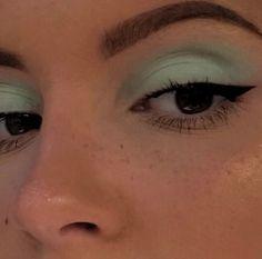 Cute Makeup, Pretty Makeup, Beautiful Eye Makeup, Skin Makeup, Eyeshadow Makeup, Eyeshadow Palette, Revlon Eyeshadow, Revlon Makeup, Airbrush Makeup