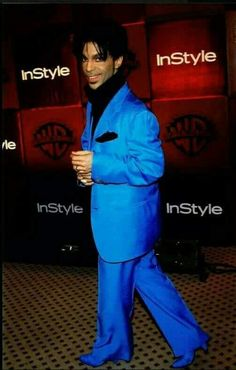 PRINCE - It looks like he's swimming in this suit, but I can't help but pin a pic of his smile. Prince And Mayte, The Artist Prince, Photos Of Prince, Prince Images, Paisley Park, Dearly Beloved, Roger Nelson, Prince Rogers Nelson, Purple Reign