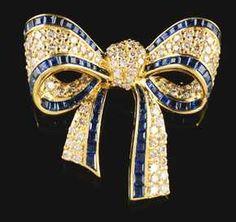 18K Yellow Gold Diamond   Sapphire Bow Broach. Παράνυμφοι aee3c5fd2d1