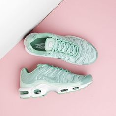 8f1c316fffce ENAMEL GREEN The beautiful Nike Air Max Plus SE TN is a fusion of sport and