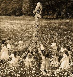 Happy May Day & Beltane! Time to lose your cares & dance around the maypole : )